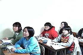 中学生クラスの授業風景です。1クラス10人程度で授業を行なっています。