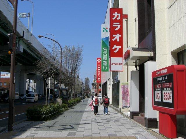 41号線沿い東側(塾側)の歩道を堀田駅の方向から歩いてくるときの街の様子です。